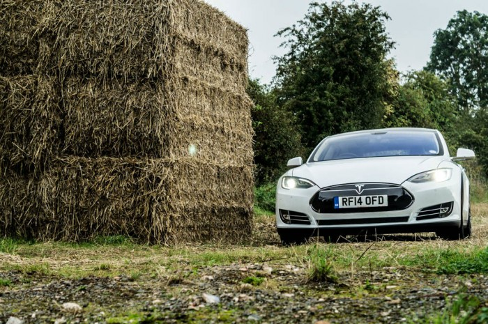 Tesla Model S P85 Plus Review UK Front Scene carwitter 700x465 - How Electric Cars will Change the Used Car Market - How Electric Cars will Change the Used Car Market