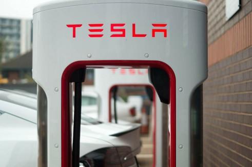 Tesla Model S P85 Plus Review UK Supercharger carwitter 491x326 - Tesla Model S P85 Plus Review - Speed redefined - Tesla Model S P85 Plus Review - Speed redefined