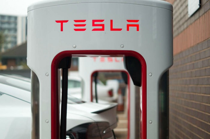 Tesla Model S P85 Plus Review UK Supercharger carwitter 700x465 - The 3 Most Used Arguments Against Electric Cars - The 3 Most Used Arguments Against Electric Cars
