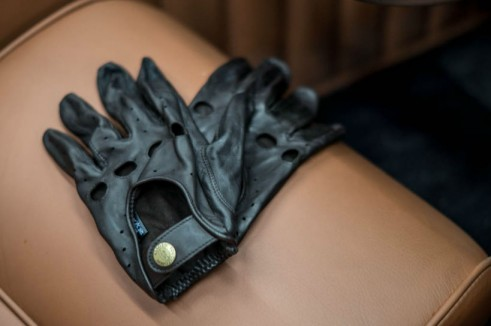 Morgan Plus 8 Speedster Review - Southcombe Leather Driving Gloves - carwitter