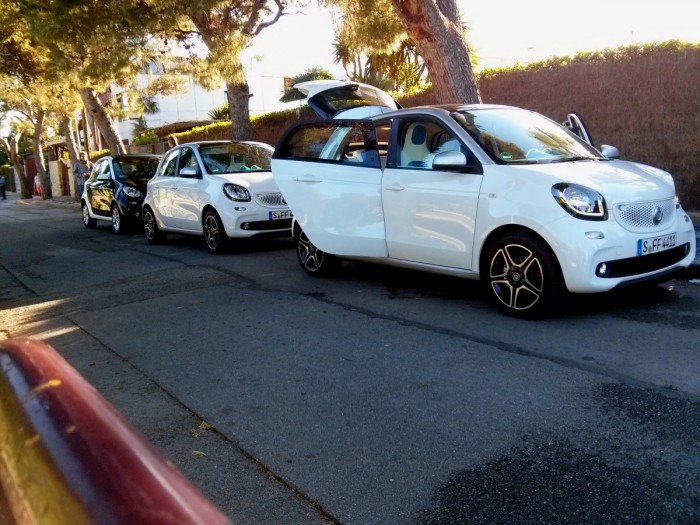 Smart Convoy ForFour Front Smart Launch 2014 700x525 - 2015 Smart ForTwo and ForFour Review - Grown up - 2015 Smart ForTwo and ForFour Review - Grown up
