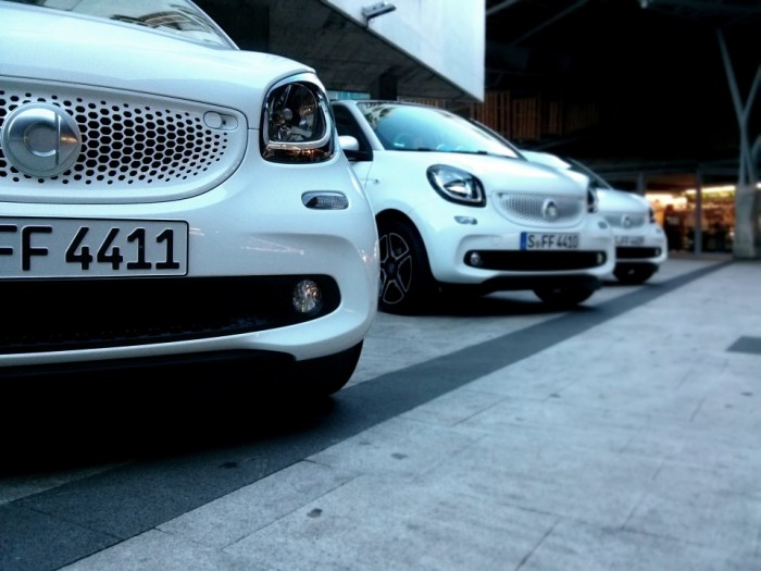 Smart ForFour Front Convoy Smart Launch 2014 Carwitter 700x525 - 2015 Smart ForTwo and ForFour Review - Grown up - 2015 Smart ForTwo and ForFour Review - Grown up