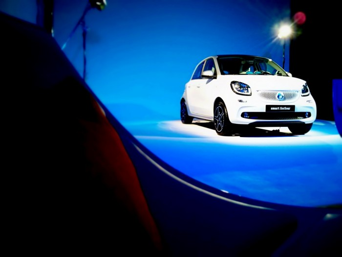 Smart ForFour Studio Front Smart Launch 2014 Carwitter 700x525 - 2015 Smart ForTwo and ForFour Review - Grown up - 2015 Smart ForTwo and ForFour Review - Grown up