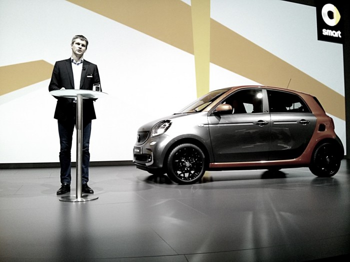 Smart Forfour Side Smart Launch 2014 Carwitter 700x525 - 2015 Smart ForTwo and ForFour Review - Grown up - 2015 Smart ForTwo and ForFour Review - Grown up