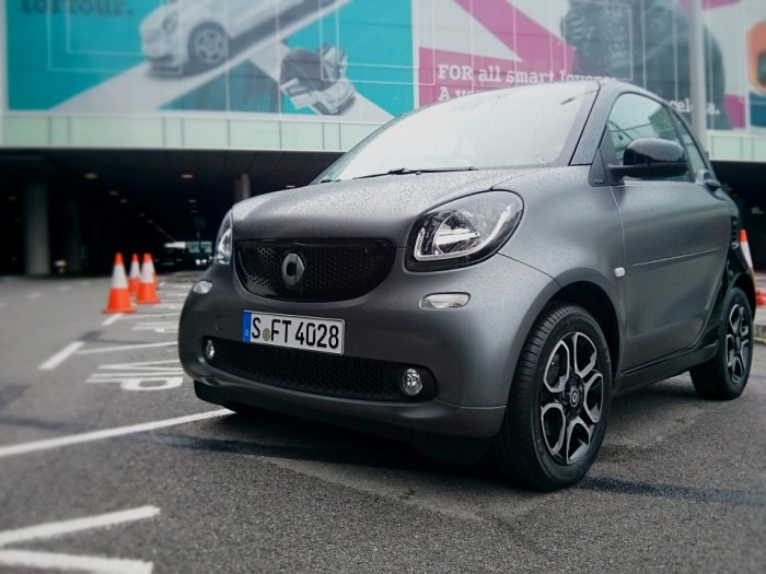 Smart Fortwo Front Smart launch 2014 Carwitter 700x525 - 2015 Smart ForTwo and ForFour Review - Grown up - 2015 Smart ForTwo and ForFour Review - Grown up