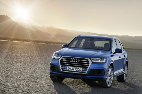 2015 Audi Q7 - Front - carwitter