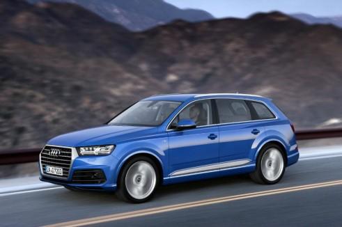 2015 Audi Q7 - Side - carwitter