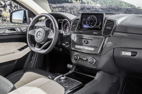2015 Mercedes GLE Coupe dash - carwitter