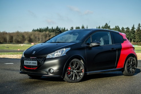 Peugeot 208 GTI 30th Anniversary Black - Front Angle Scene - carwitter