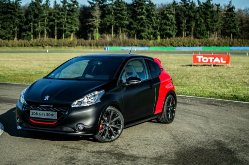 Peugeot 208 GTI 30th Anniversary Black - Front Scene Track - carwitter