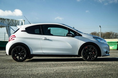 White Peugeot 208 GTI 30th Anniversary - Side - carwitter