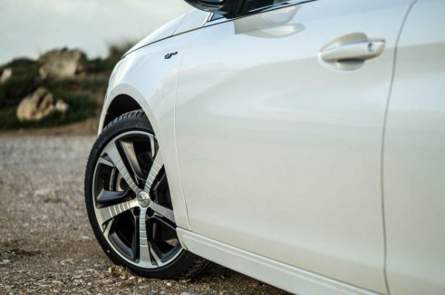 2015 Peugeot 308 GT Review - Alloys - Carwitter