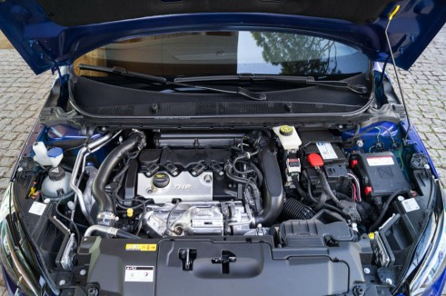 2015 Peugeot 308 GT Review - Engine - Carwitter