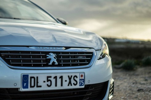 2015 Peugeot 308 GT Review - Front Grille - Carwitter