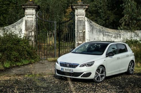 2015 Peugeot 308 GT Review - Side Scene Gate - Carwitter