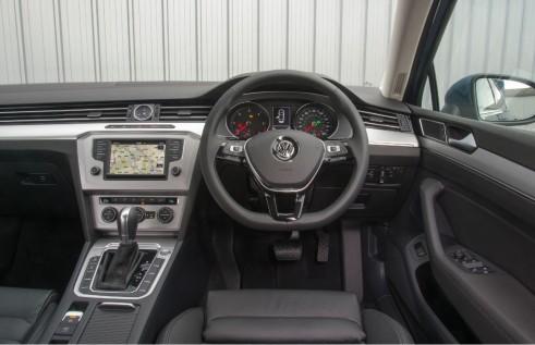 2015 Volkswagen Passat dash - carwitter