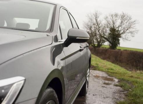 2015 Volkswagen Passat detail carwitter
