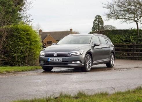 2015 Volkswagen Passat estate front 2 - carwitter