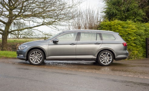 2015 Volkswagen Passat estate side - carwitter