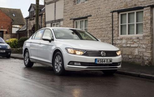 2015 Volkswagen Passat front 4 - carwitter