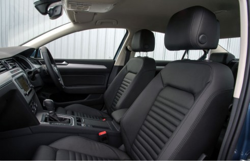 2015 Volkswagen Passat interior - carwitter