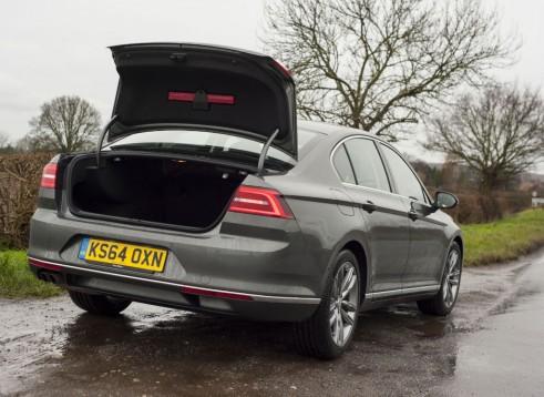 2015 Volkswagen Passat saloon boot - carwitter