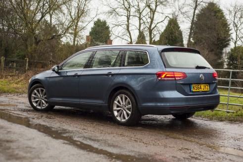 2015 Volkswagen Passat side - carwitter
