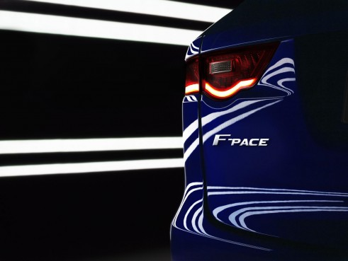 Jaguar SUV F-Pace - Badge - carwitter