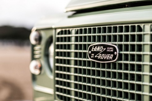 Land Rover Defender 2015 Heritage limited edition - Front Grille Badge - carwitter