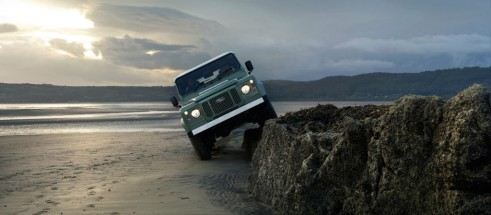 Land Rover Defender 2015 Heritage limited edition - Front - carwitter