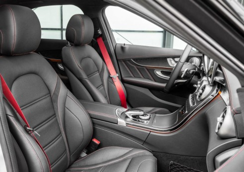 Mercedes C450 AMG Sport interior 2 - carwitter