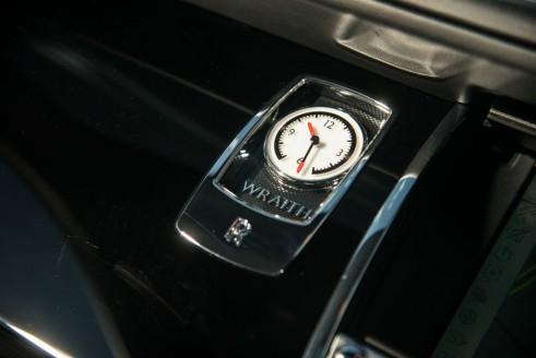 Rolls Royce Wraith Review Clock Olgun Kordal carwitter 491x328 - Rolls Royce Wraith Review - Ultimate GT - Rolls Royce Wraith Review - Ultimate GT