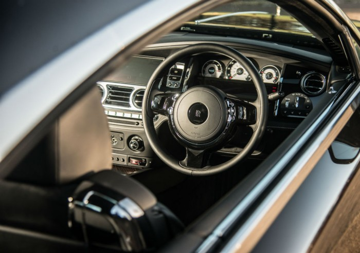 Rolls Royce Wraith Review Dashboard Olgun Kordal carwitter 700x493 - Rolls Royce Wraith Review - Ultimate GT - Rolls Royce Wraith Review - Ultimate GT