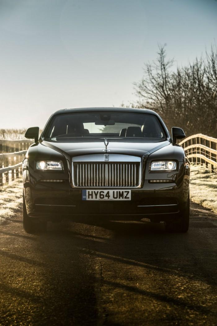 Rolls Royce Wraith Review Front On Vert Olgun Kordal carwitter 700x1049 - Rolls Royce Wraith Review - Ultimate GT - Rolls Royce Wraith Review - Ultimate GT