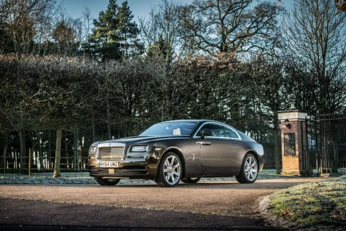 Rolls Royce Wraith Review Front Scene Olgun Kordal carwitter 700x468 - Rolls Royce Wraith Review - Ultimate GT - Rolls Royce Wraith Review - Ultimate GT