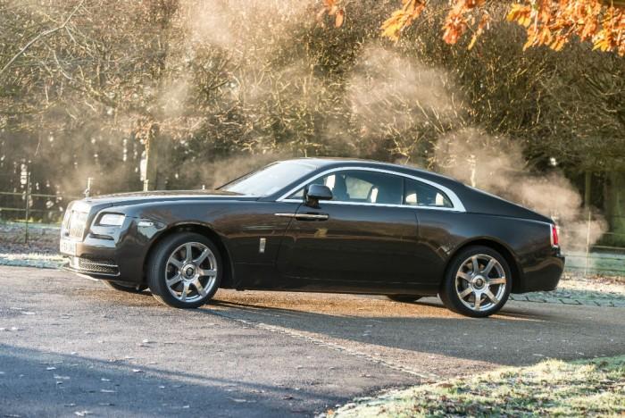 Rolls Royce Wraith Review Side Olgun Kordal carwitter 700x468 - Rolls Royce Wraith Review - Ultimate GT - Rolls Royce Wraith Review - Ultimate GT