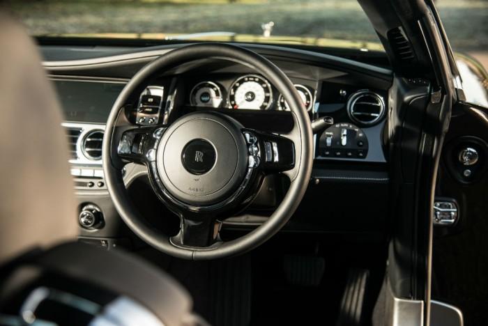 Rolls Royce Wraith Review Steering Wheel Olgun Kordal carwitter 700x468 - Rolls Royce Wraith Review - Ultimate GT - Rolls Royce Wraith Review - Ultimate GT