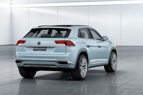 Volkswagen Cross Coupé GTE - Rear - carwitter