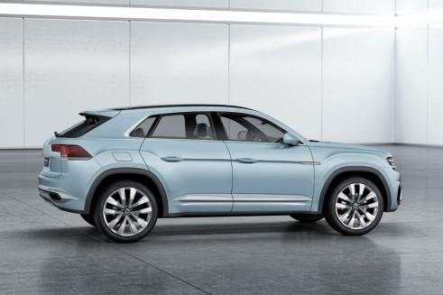 Volkswagen Cross Coupé GTE - Side - carwitter
