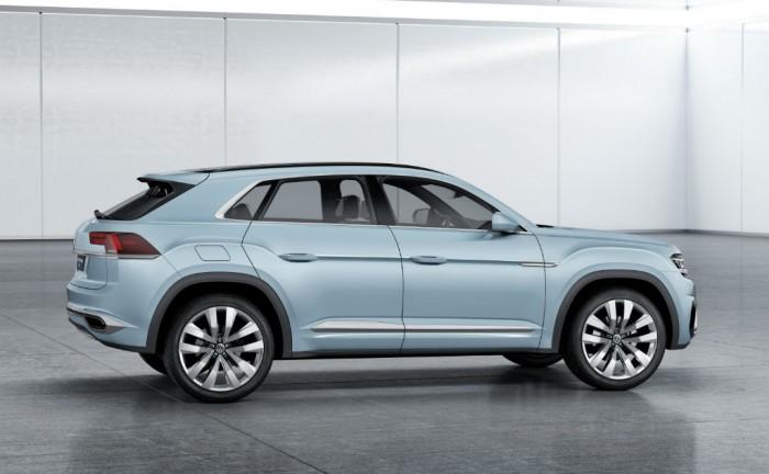 Volkswagen Cross Coupé GTE Side carwitter 700x432 - VW Cross Coupe GTE unveiled - VW Cross Coupe GTE unveiled