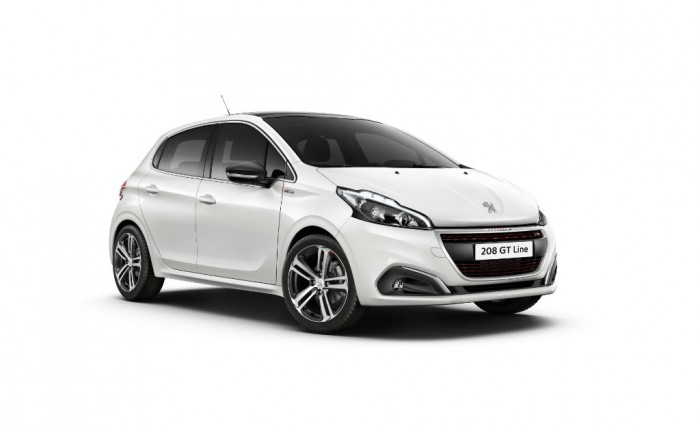 2015 Facelift Peugeot 208 Front Angle carwitter 700x432 - Peugeot 208 gets a facelift for 2015 - Peugeot 208 gets a facelift for 2015