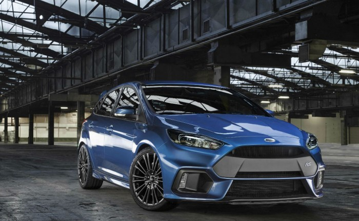 2015 Ford Focus RS Front Angle carwitter 700x432 - 2016 Ford Focus RS Unveiled - 2016 Ford Focus RS Unveiled