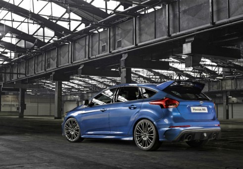 2015 Ford Focus RS - Rear Angle - carwitter