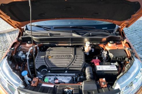 2015 Suzuki Vitara Review 1.6 Petrol Engine Carwitter 491x326 - 2015 Suzuki Vitara Review - 2015 Suzuki Vitara Review