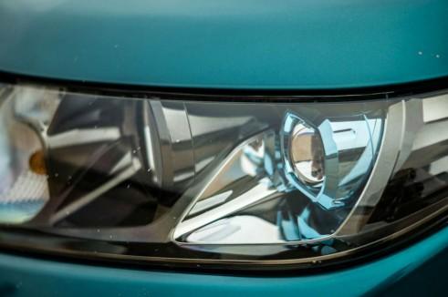 2015 Suzuki Vitara Review Blue Headlight Trim Carwitter 491x326 - 2015 Suzuki Vitara Review - 2015 Suzuki Vitara Review