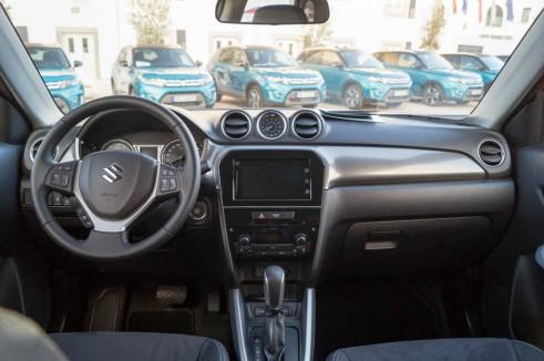 2015 Suzuki Vitara Review Dashboard Carwitter 491x326 - 2015 Suzuki Vitara Review - 2015 Suzuki Vitara Review