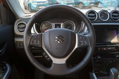 2015 Suzuki Vitara Review Steering Wheel Carwitter 491x326 - 2015 Suzuki Vitara Review - 2015 Suzuki Vitara Review