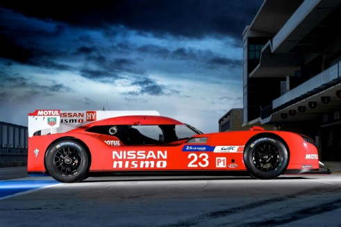 Nissan GT-R LM NISMO - Side - Carwitter