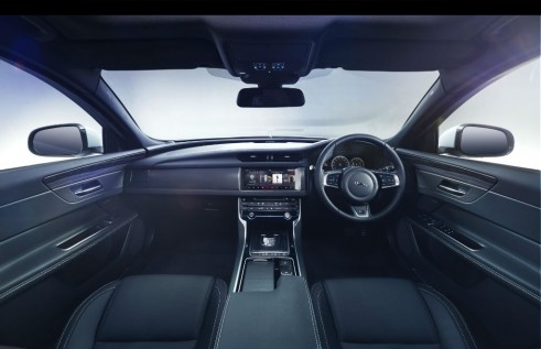 2015 JAGUAR XF S - Dashboard Interior - carwitter
