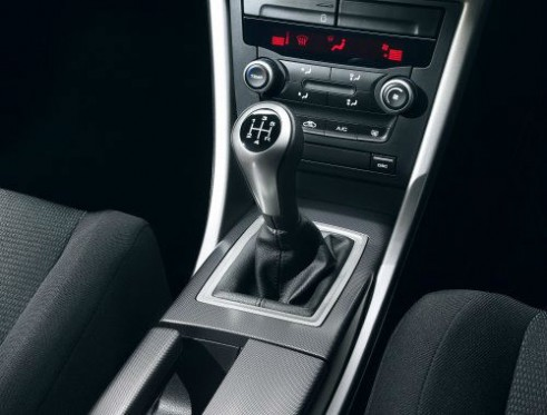 2011 MG6 - interior console - carwitter